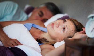 žena co nemůže usnout